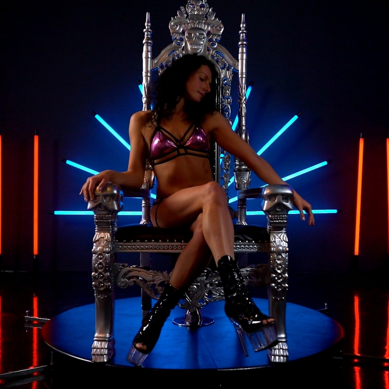 Exotic Pole Chair dance